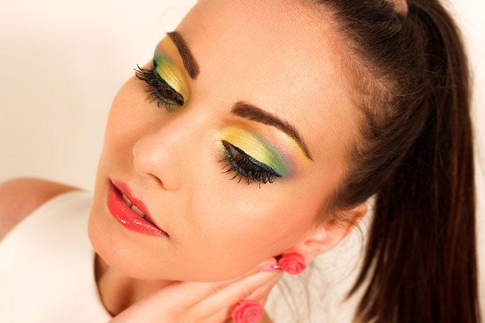 Triki makijażowe. Jak optycznie powiększyć oczy?
