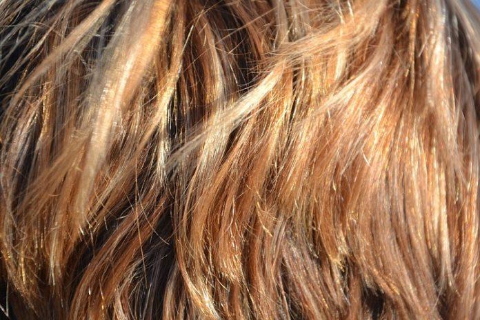pasemka na krótkich włosach