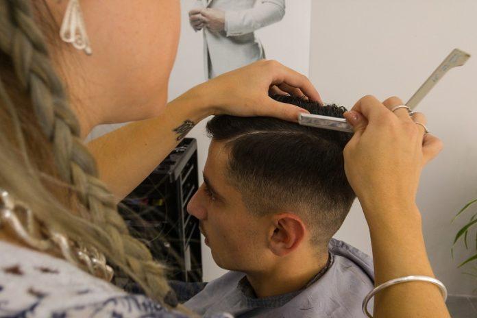 fryzury męskie z przedziałkiem