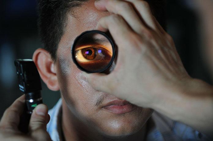 Soczewki cylindryczne - jakie wady wzroku leczą?
