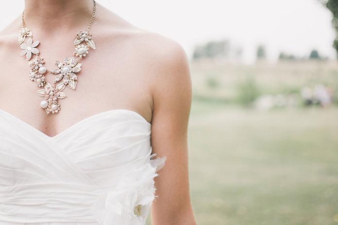 Przygotowania do ślubu, czyli jaką biżuterię wybrać?