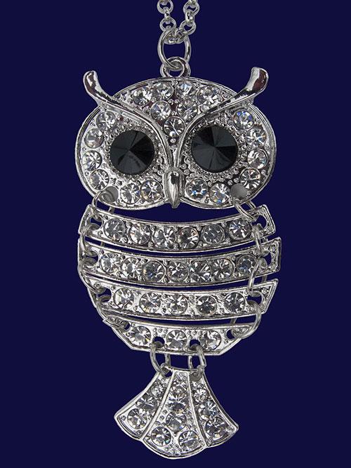 Modne broszki srebrne - podpowiadamy jak nosić ozdoby z pięknymi kamieniami