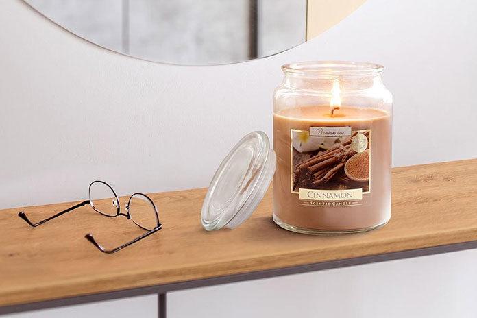 Zróżnicowane zapachy w świecach w szkle z wieczkiem