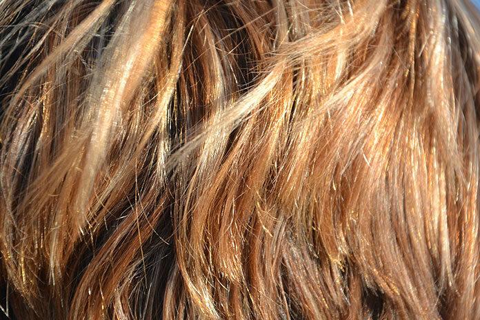 Kiedy system uzupełniania włosów należy zastąpić peruką