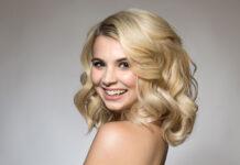 Jak zwiększyć objętość włosów – sposoby i kosmetyki na uniesione włosy u nasady
